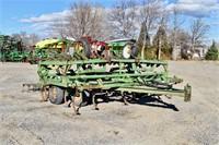 Field Cultivator, John Deere 1010; 25', spg shanks