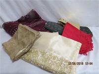 Fleece blanket, 4 Christmas place mats, napkins,
