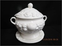 Soup tureen with under plate and ladle
