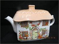 Sadler cottage teapot