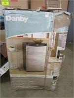 DANBY 4.4 CU FT COMPACT REFRIGERATOR