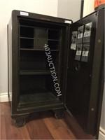 Antique Schwab Rolling Floor Safe! RARE, $$$ H089 | HiBid