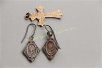 PAIR OF STERLING EARRINGS WITH INSET GOLD FLOWERS+