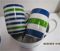 Set of 4 porcelain mugs (New in Box)
