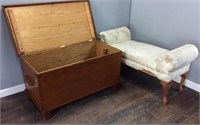 VTG. BEDROOM BENCH WITH WOODEN CHEST