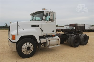 Mack Ch613 2001 Mack Ch613 Day Cab Tractor Truck - Other ... on