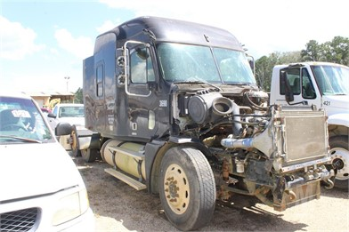 FREIGHTLINER COLUMBIA SALVAGE ROW - SLEEPER - WET Other Auction