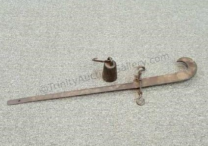 Antique Cotton Scale With One Pea