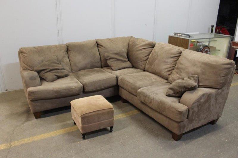 Amazing Sectional Couch Sofa 92X92 Matching Pillows Hibid Uwap Interior Chair Design Uwaporg