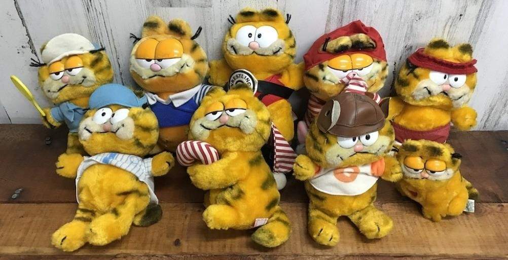 Large Selection Of Garfield Plush Dallas Online Auction Block