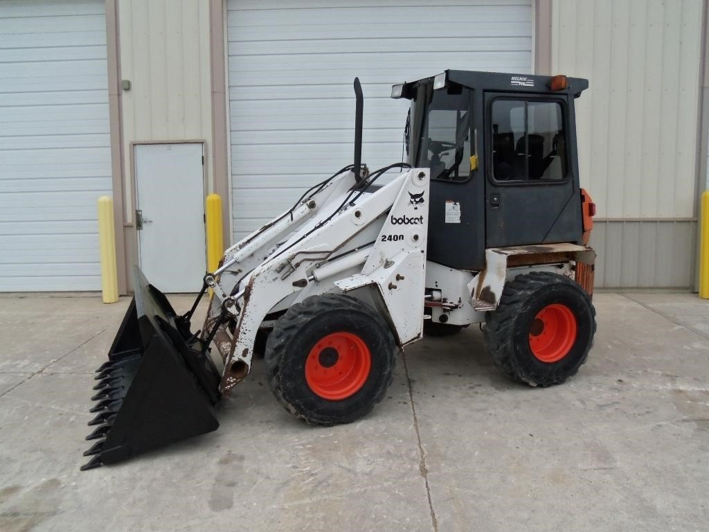 Bobcat 2400 Wheel Loader   Wisconsin Tractor