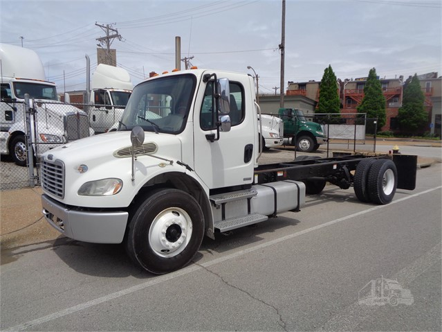 2010 FREIGHTLINER BUSINESS CLASS M2 106 at TruckPaper.com
