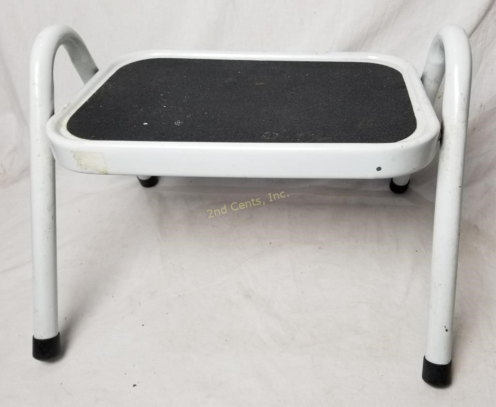 Excellent Metal Single Step Stool 2Nd Cents Inc Alphanode Cool Chair Designs And Ideas Alphanodeonline