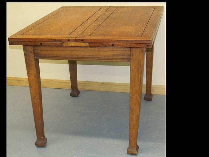 Very Nice Oak Dining Table With Flip Up Leaves Hibid Auctions