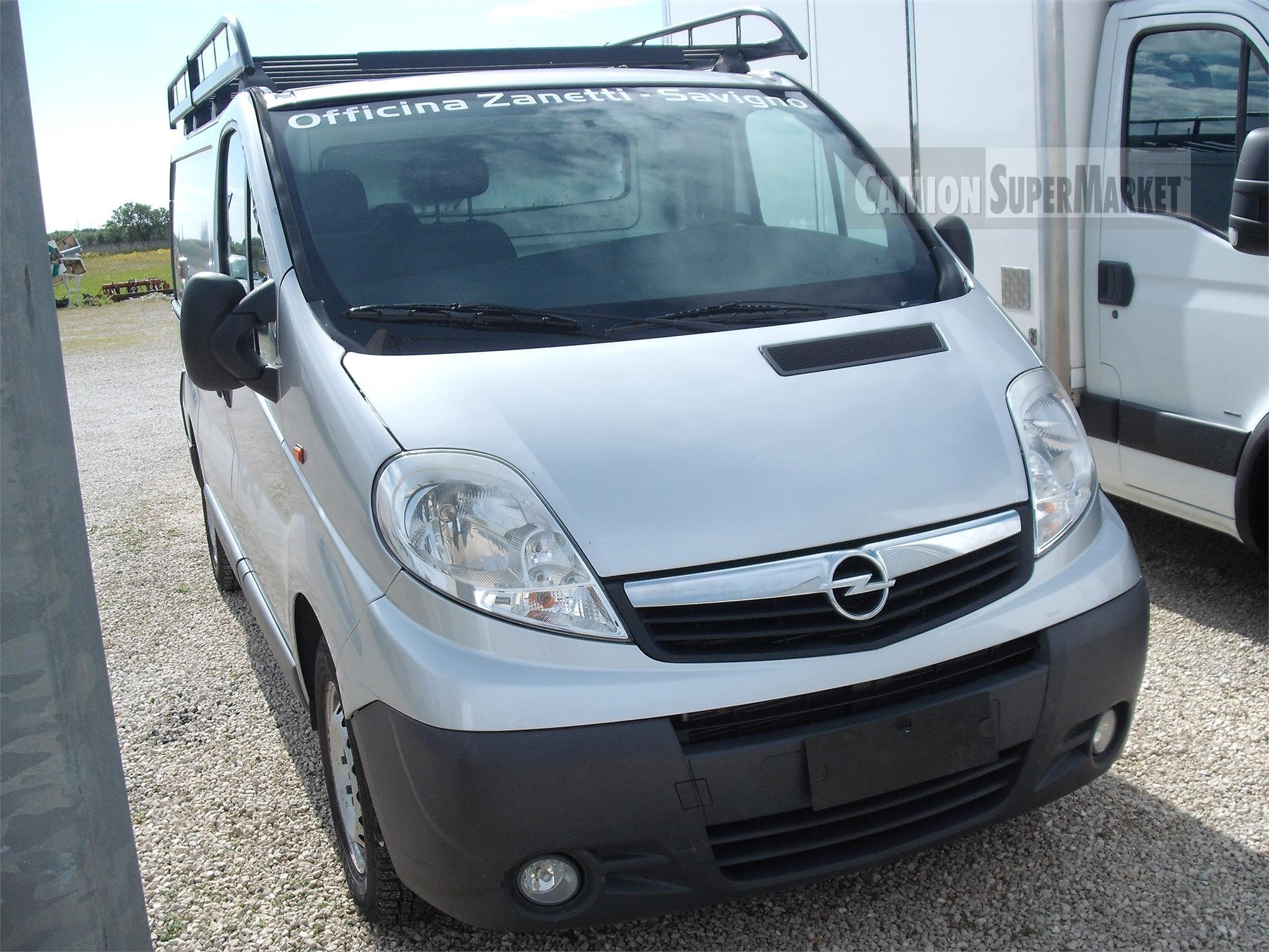 Opel VIVARO Usato 2009 Puglia
