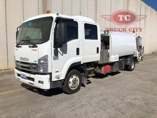 2012 Isuzu FRR 600 Crew Truck City - Trucks for Sale