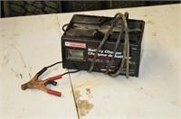 Motomaster 12V Battery Charger
