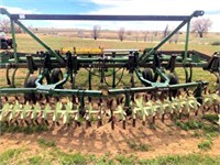 JD Cultivator, 37' w/new teeth (view 1)