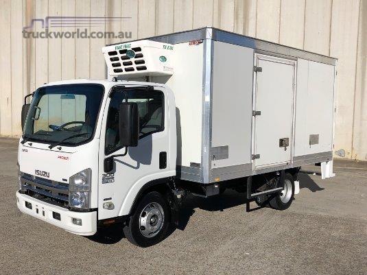 2013 Isuzu NPR 300 Premium - Trucks for Sale