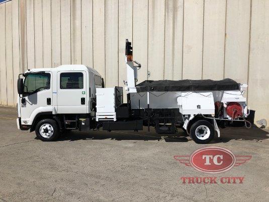 2009 Isuzu FRR 600 Crew Truck City - Trucks for Sale