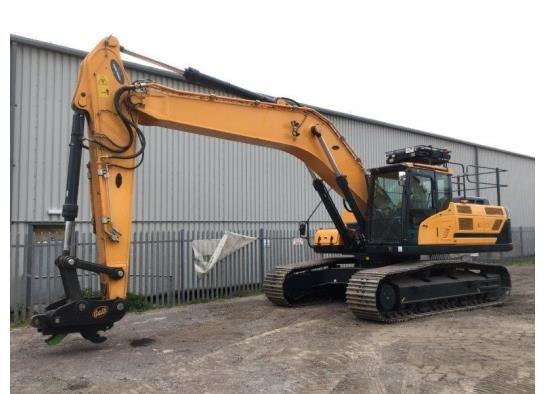 Used 2018 HYUNDAI HX330L For Sale In Avonmouth, England