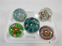 TRAY: 5 ART GLASS PAPER WEIGHTS
