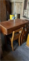 Singer Touch & Sew Machine With Desk and Chair