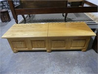 SOLID OAK LIFT TOP CEDAR LINED STORAGE CHEST/BENCH