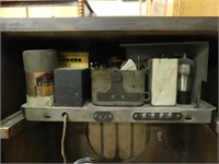 ANTIQUE MAHOGANY CASE FLOOR MODEL RADIO