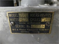 RCA VICTOR GLOBE TROTTER MAHOGANY CASE FLOOR RADIO