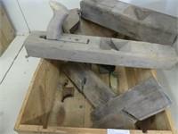 WOODEN BOX: W/ANTIQUE BLOCK PLANES