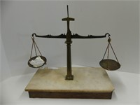 ANTIQUE WOOD & BRASS BALANCE SCALE