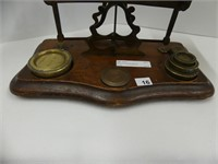 ANTIQUE POSTAL SCALE W/WEIGHTS