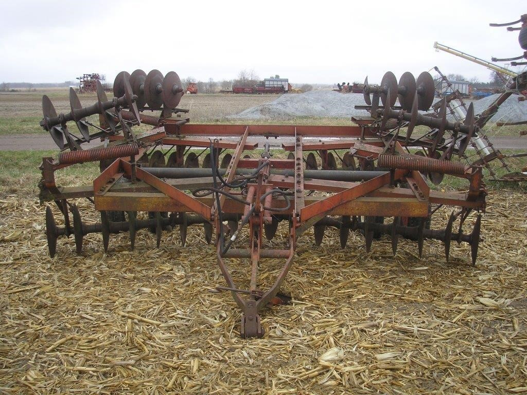 IH 470 18' DISK | Hager Auction Service