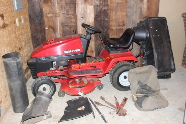 Snapper LE 14 5 38H Hydrostatic Lawn Tractor Mower | H  K