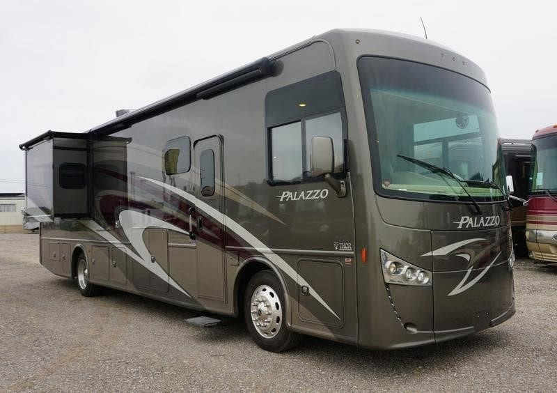2018 THOR MOTOR COACH PALAZZO 36 1 For Sale in Denton, Texas