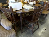 table w/ 4 chairs -2 extra leaves (matches hutch)