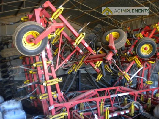 2005 Bourgault 8810 Ag Implements - Farm Machinery for Sale