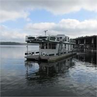 Houseboat, Ski Boat & Boat Lift