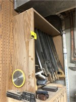 Lot of various handsaws, comes with storage box