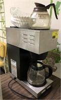 Bunn coffee pot with 1 warmer on top