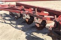 IH 550 5-16 Bottom Plow, Semi Mount