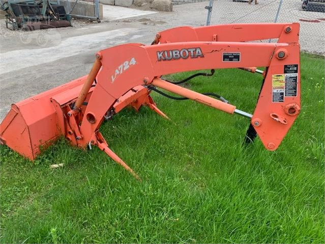 KUBOTA LA724 For Sale In Stockbridge, Michigan