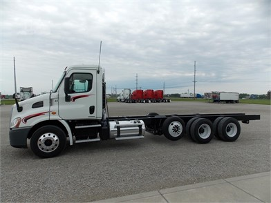 FREIGHTLINER CASCADIA 113 Cab & Chassis Trucks For Sale - 4