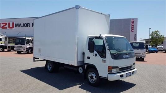 2004 Isuzu NPR 300 - Trucks for Sale