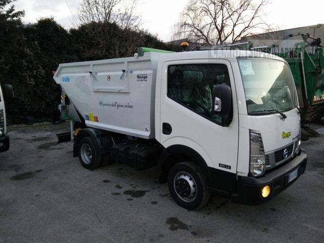 Nissan NT400 Uzywany 2015