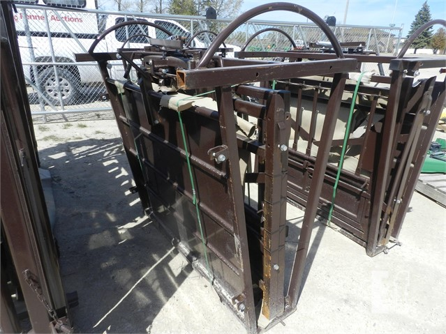 EquipmentFacts com | SMALL ANIMAL SQUEEZE CHUTE Auction Results