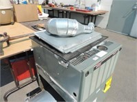 RUUD SILHOUETTE II GAS FURNACE WITH BLOWER MOTOR | Lightning Auctions