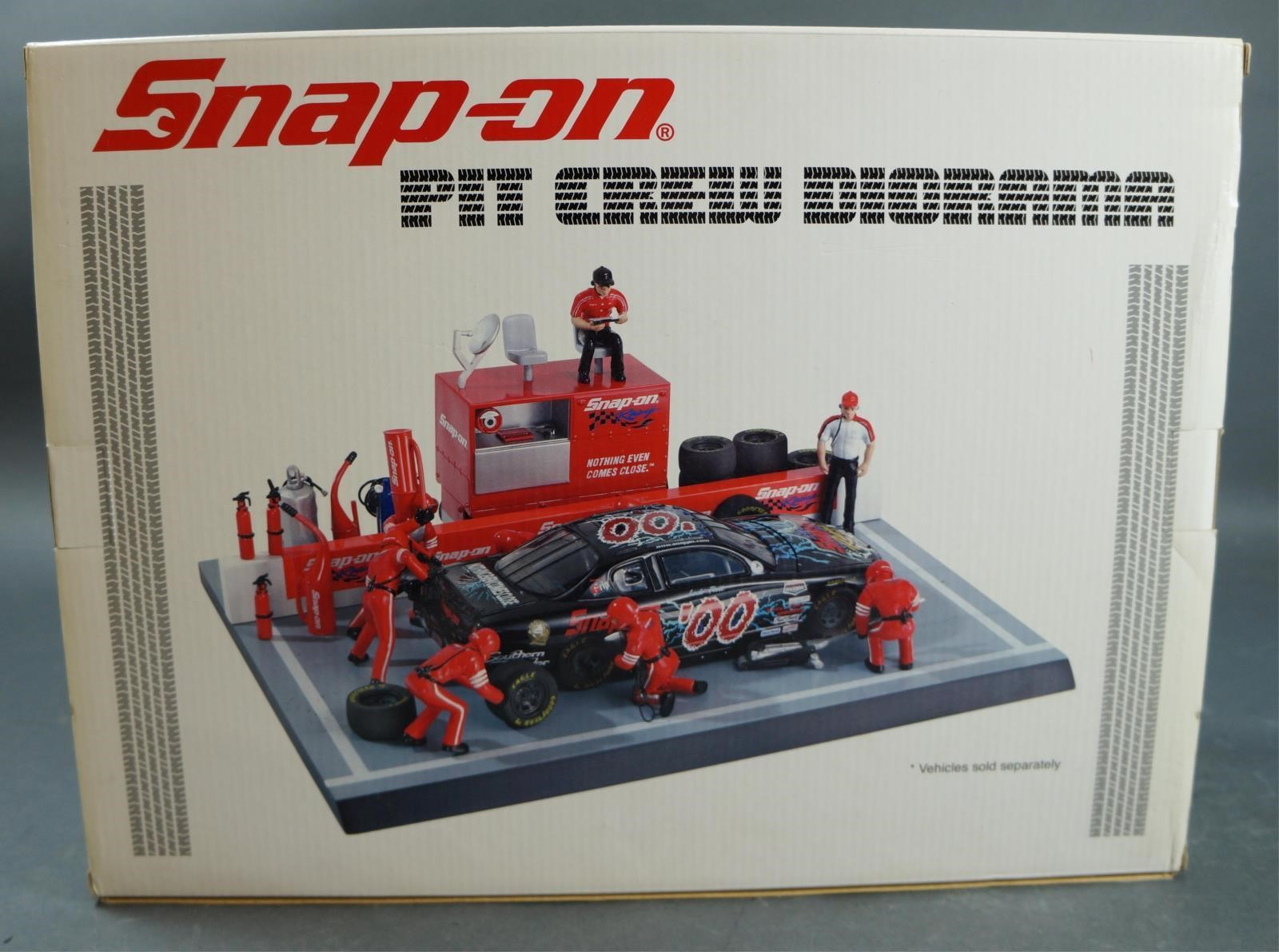 SNAP-ON TOOLS PIT CREW DIORAMA | Hodgins Art Auctions Ltd