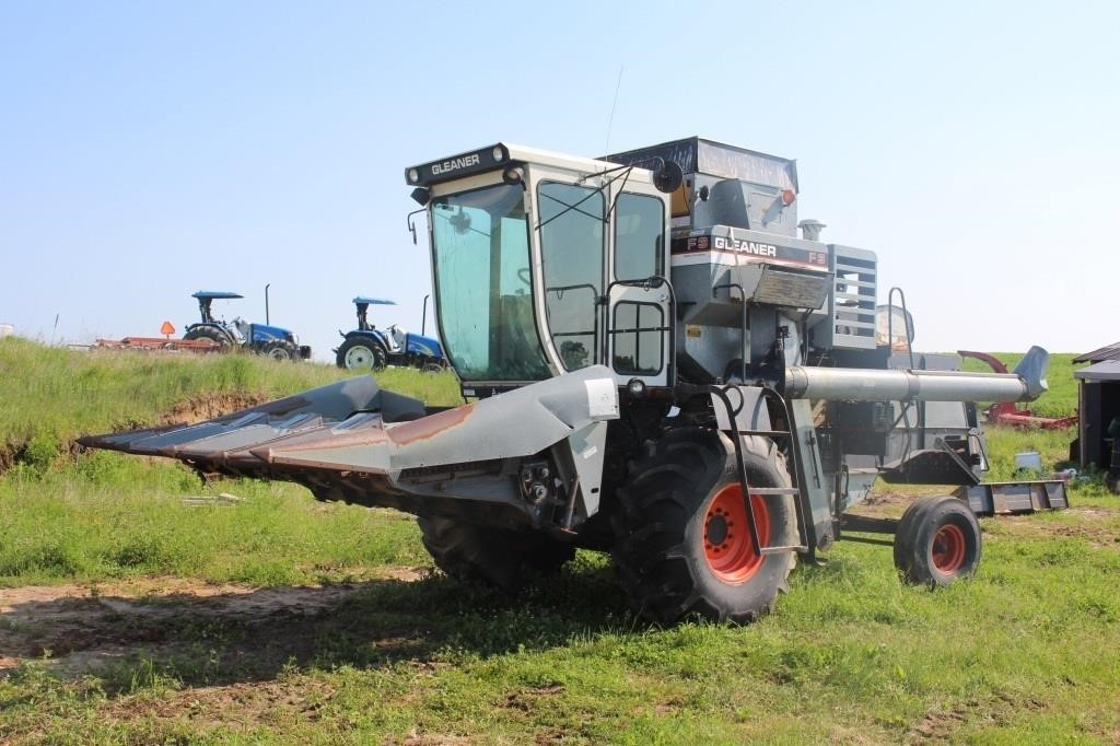 GLEANER F3 COMBINE WITH 4-ROW CORN HEAD AND 15FT   SPENCER SALES